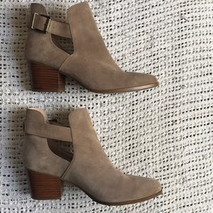 Sole Society 8.5 Suede Coffee Cutout Heel Booties